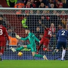 """""""Ливерпуль"""" переигрывает """"Манчестер Юнайтед"""" и возвращает себе 1-ю строчку"""