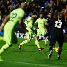"""Барселона"" разгромила ""Леванте"", Месси оформил хет-трик"