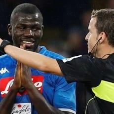 ФИФА призовет арбитров останавливать матчи в случае проявления расизма