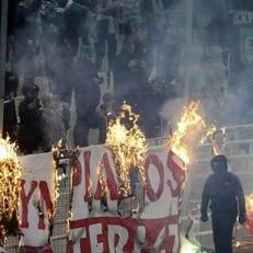 """Матч """"Панатинаикос"""" - """"Олимпиакос"""" был прерван из-за поведения болельщиков"""