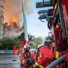 """Матч ПСЖ – """"Монако"""" посетят 500 пожарных, тушивших Нотр-Дам де Пари"""