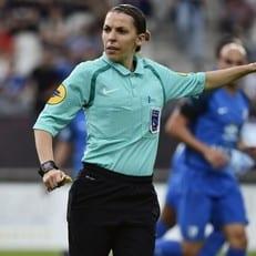 Впервые в истории Лиги 1 матч будет судить женщина