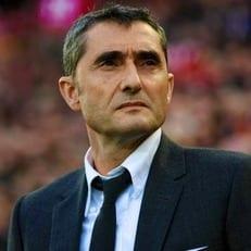 """Игроки """"Барселоны"""" недовольны особыми отношениями Вальверде с Месси, Суаресом и Пике"""
