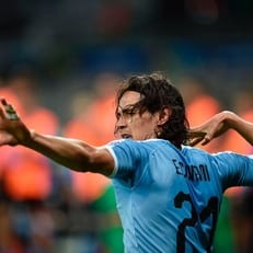Кавани вышел на третье место по матчам за Уругвай