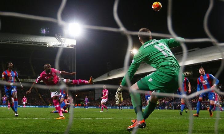 """Афобэ забивает победный гол """"Борнмута""""/Ian Walton/Getty Images"""