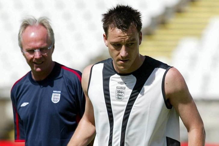 Терри и Эрикссон на тренировке сборной Англии
