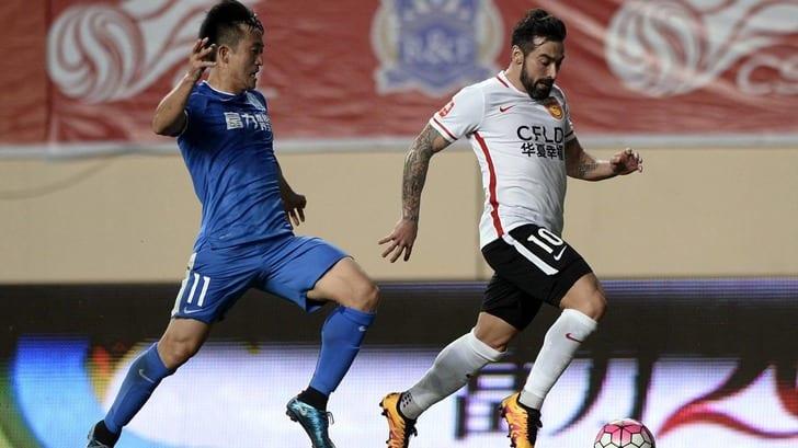 Игрок китайского клуба стал самым высокооплачиваемым футболистом мира