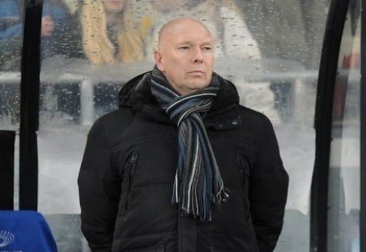 Клуб Премьер-лиги сократил основного тренера,