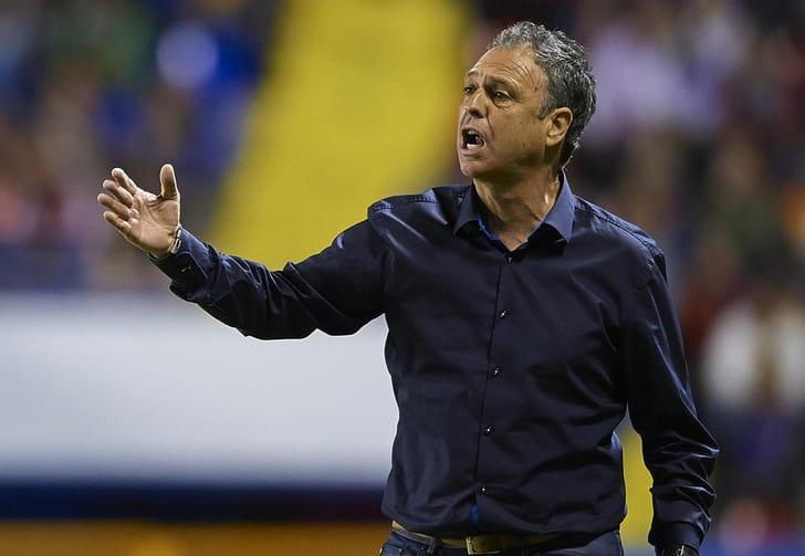 Капаррос уволен споста основного тренера «Осасуны»
